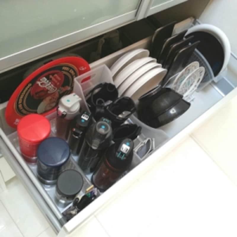 引き出しの食器収納にファイルボックス