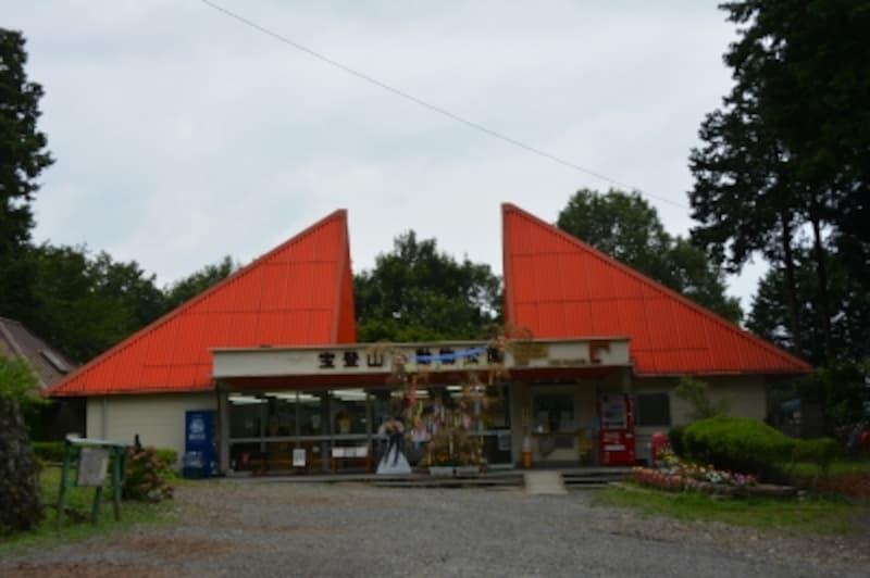 宝登山小動物園の正面