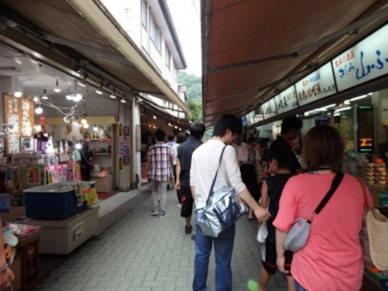 長瀞駅と岩畳を繋ぐ岩畳通り商店街
