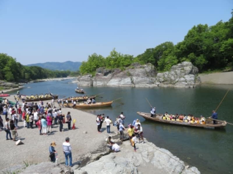 長瀞ライン下りの中継ポイントの岩畳の河原