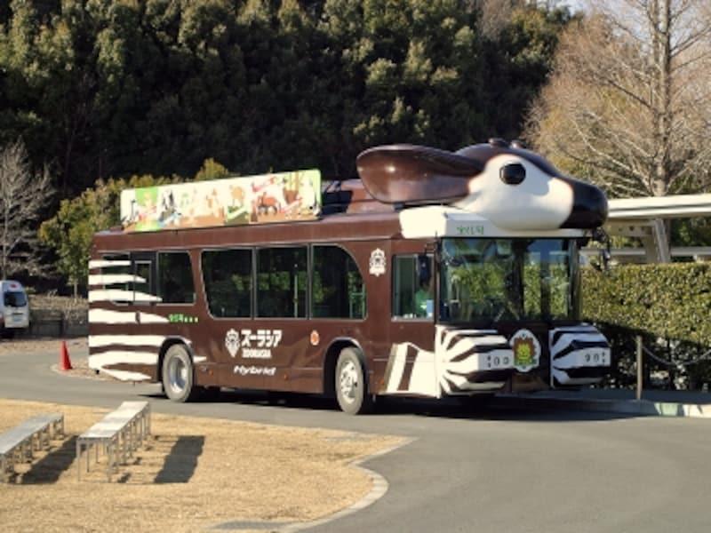 園内を走るバス(サバンナ号、ズッピ)に乗ってラクラク移動! 画像は土日祝に運行するズッピ(2013年2月24日撮影)
