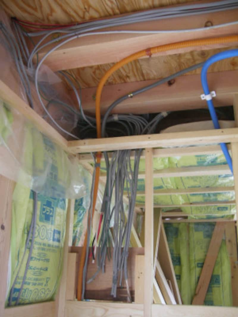 配線工事は内装工事などよりも先に行われるため、スイッチやコンセントの数や位置は早めに検討することが必要。(写真はイメージ)