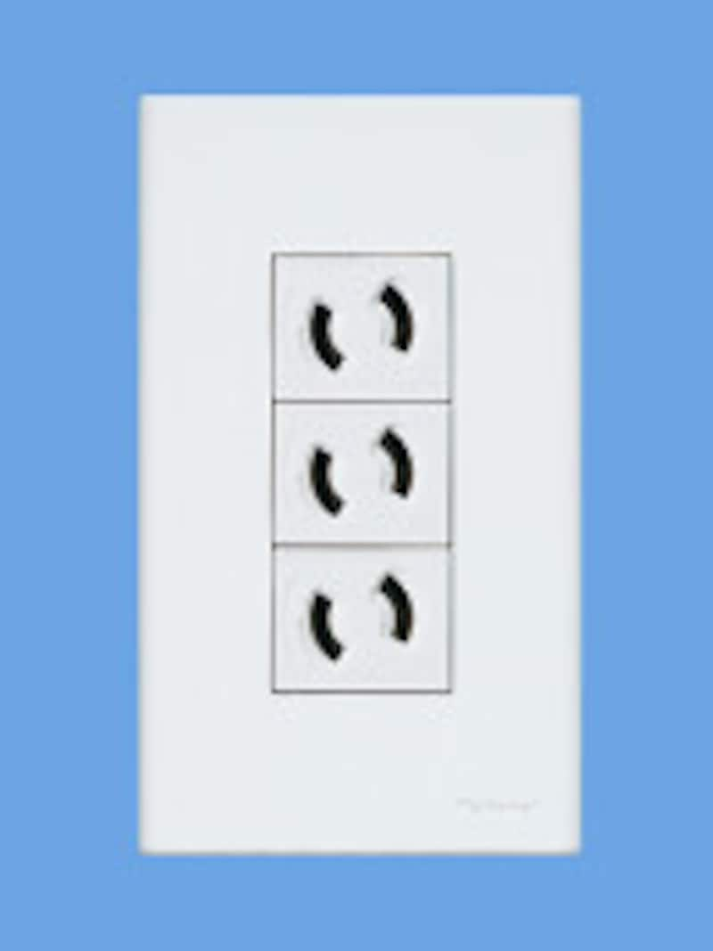 プラグを回さないと抜けない構造になっているコンセント。AV機器やパソコンなどに。[コスモシリーズワイド21 抜け止めコンセント]