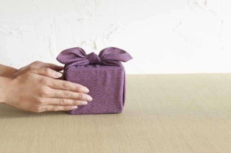 贈り物や手土産に関する言葉の中にも、うっかり誤用であったり、言い換えたほうが好ましい言葉もあるものです