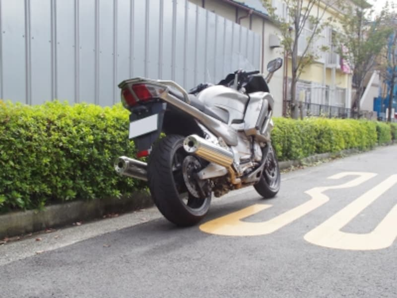 FJR1300ASリアビュー