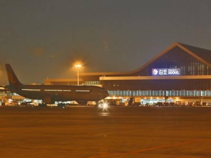 ソウル市内にある国際空港だけに、市内中心部までも比較的近いのが魅力です