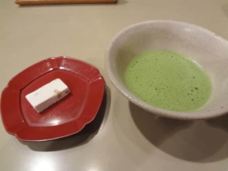 食後の抹茶と菓子