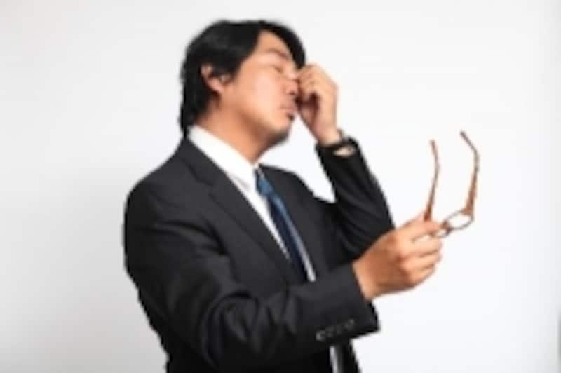 目の痛みから体調不良が広がり仕事に支障がでることもあります