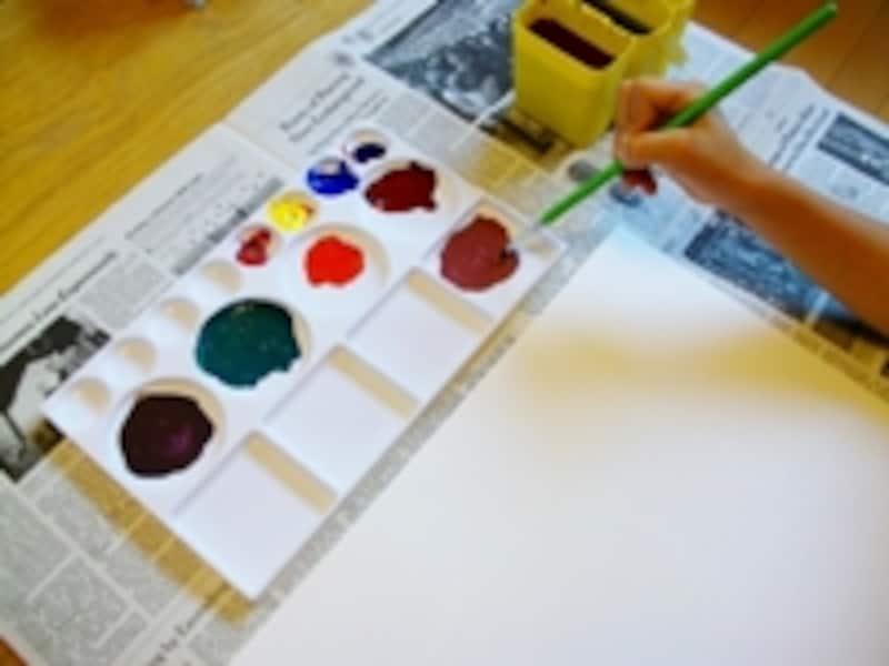 パレット上で混ぜていくつも色をつくるよ