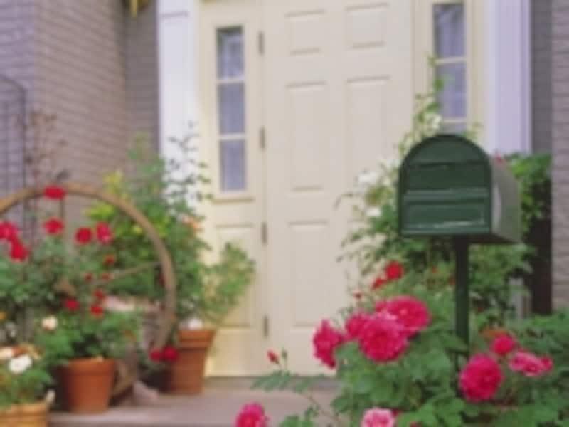 赤い花の玄関