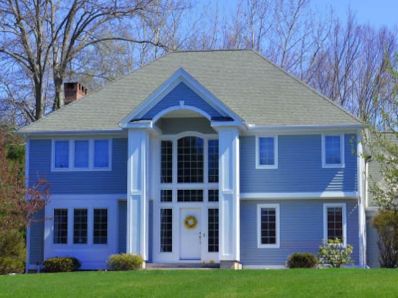 ブルーの外壁の家