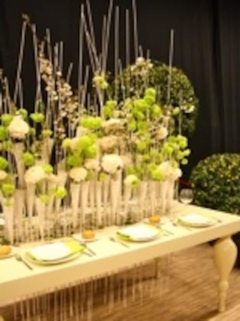 食卓とお花は定番の組み合わせ