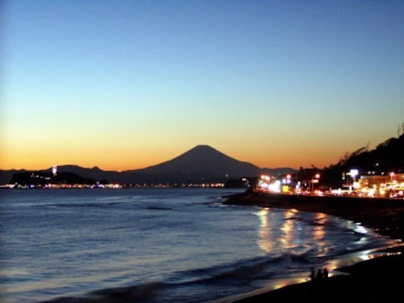 快晴の日の稲村ヶ崎の夕景