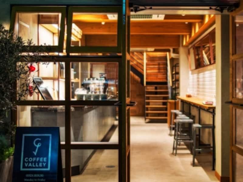 朝8時から夜22時まで使えるコーヒーショップ