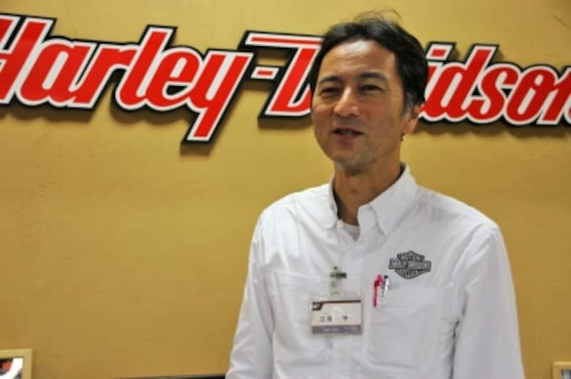 「日々の生活への負担が少ない設定にされるのが一番良いと思います」とは、横浜の丸富オート販売ハーレーダビッドソンショールーム店長の江原学さん。