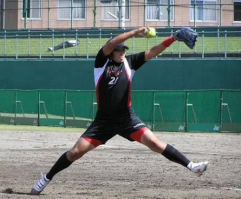 ソフトボールピッチング,ソフトボール,ピッチング,ソフトボールピッチャー,投げ方,ソフトボールピッチャーウィンドミル投法