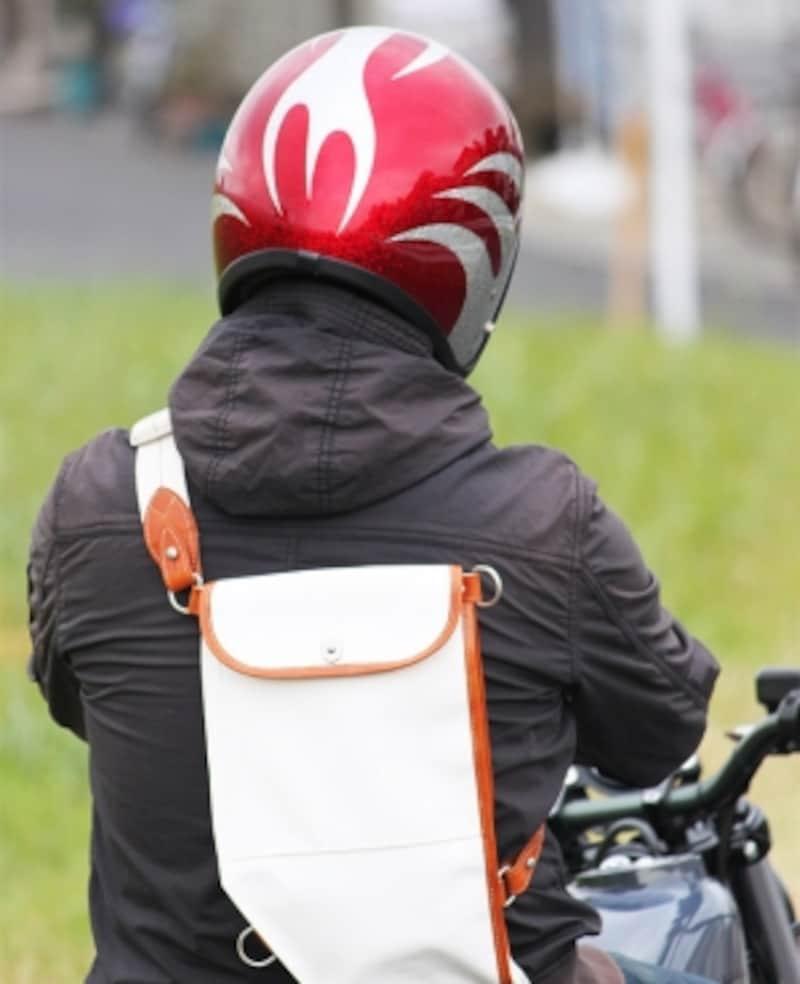 必需品であるヘルメットとグローブの選び方も重要。