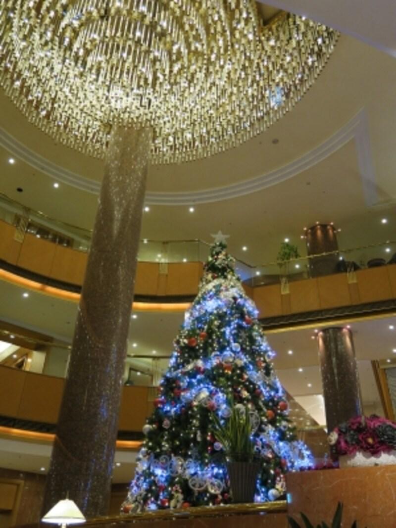 高さ約8mのツリーにはホテルのキャラクター・シェララがたくさん!