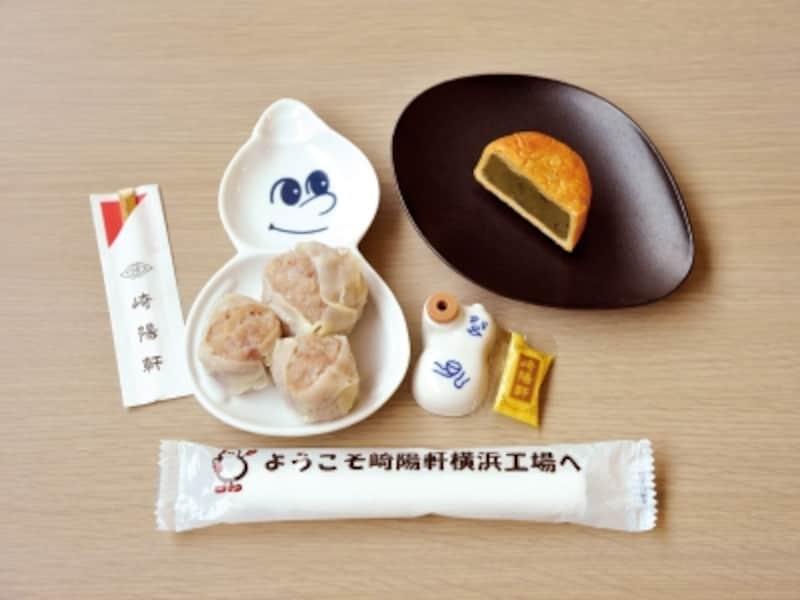 試食できるのは、特製シウマイと昔ながらのシウマイ(2個)、横濱月餅。ひょうちゃんは持ち帰りOK