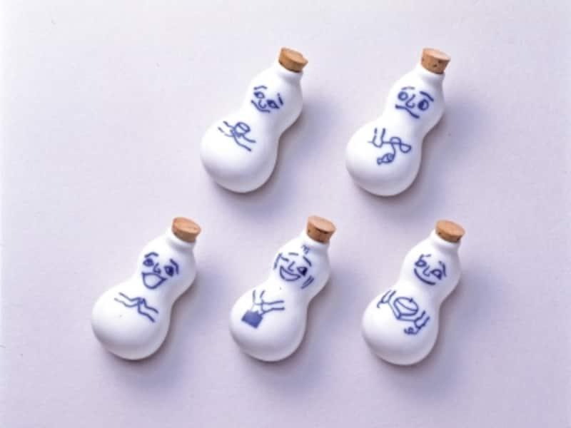 磁器製のしょう油入れ「ひょうちゃん」。1996(平成8)年からコルク栓(画像)から現在のゴム製になりました
