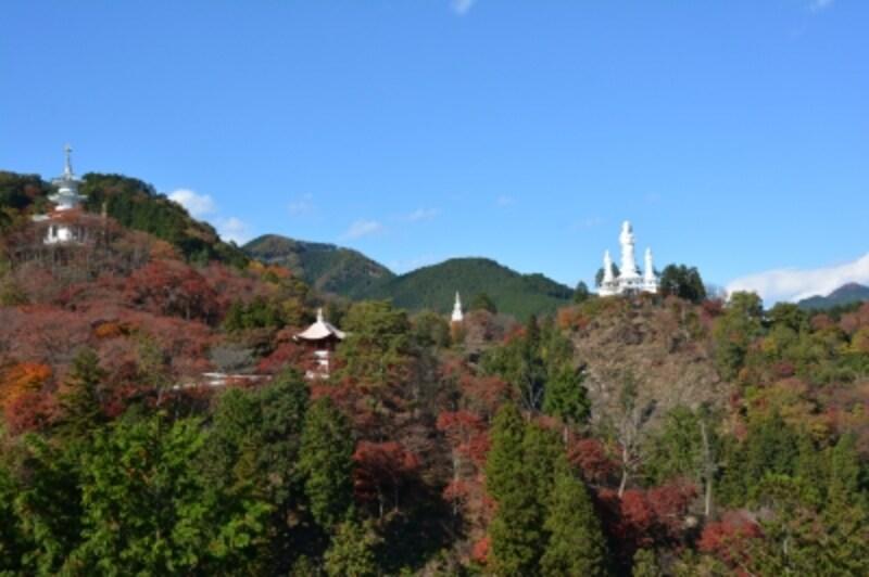 平和観音から見る白雲山鳥居観音の全景