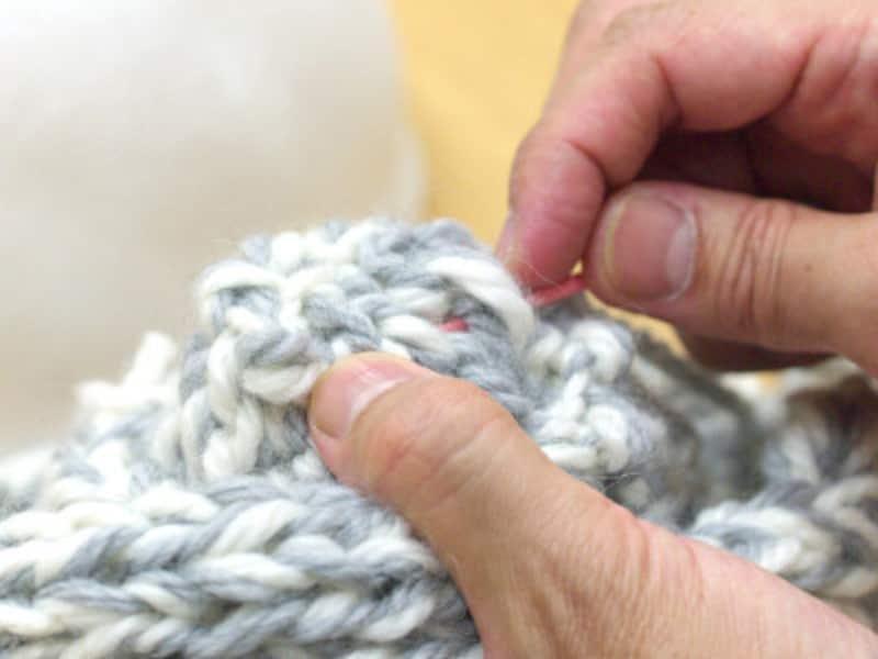 編み始めを糸始末する