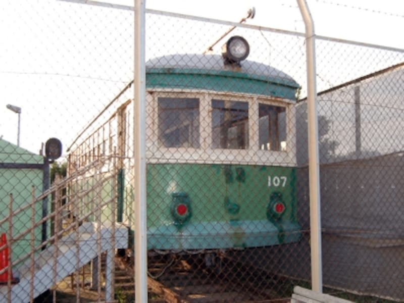 由比ヶ浜の「鎌倉海浜公園」に保存されている「タンコロ」