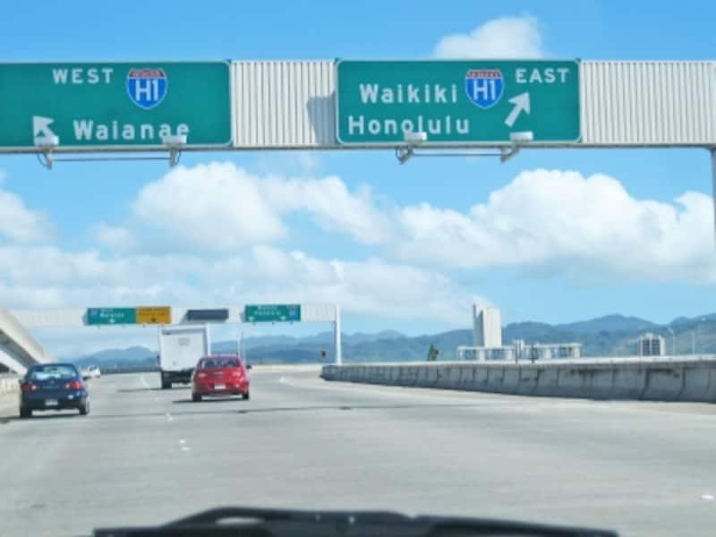 空港からワイキキへ。最短時間で到着するのは、やっぱりタクシー