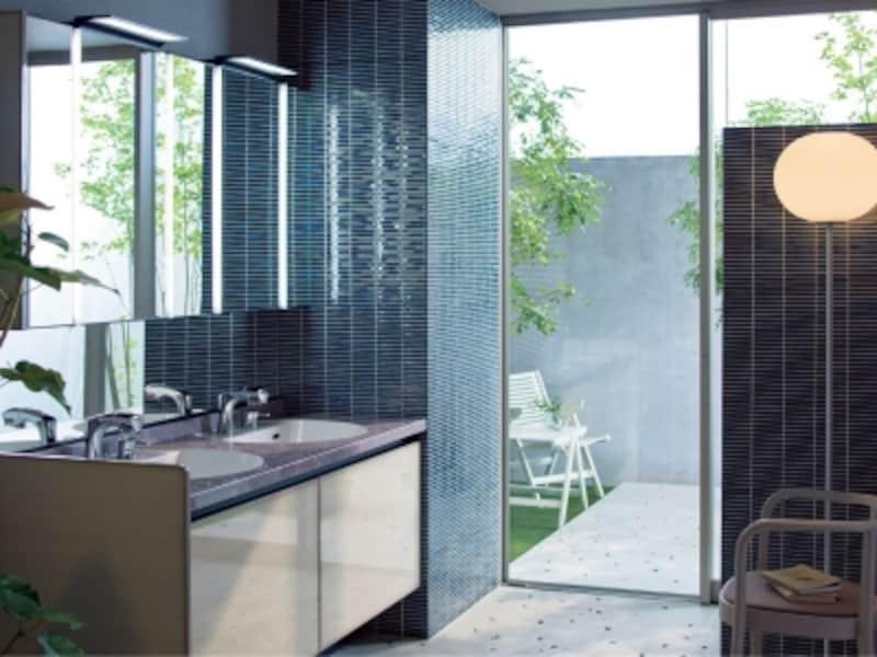 ふたつの洗面ボウルをプランニングした、ゆとりを持たせた空間。undefined[ルミシス]undefinedLIXILundefinedhttp://www.lixil.co.jp/
