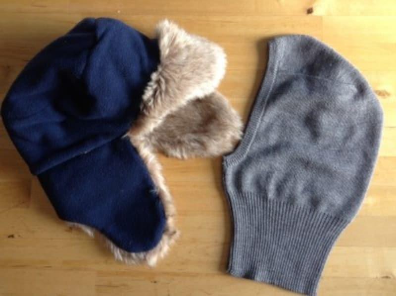 耳あてつきの帽子と防寒フード