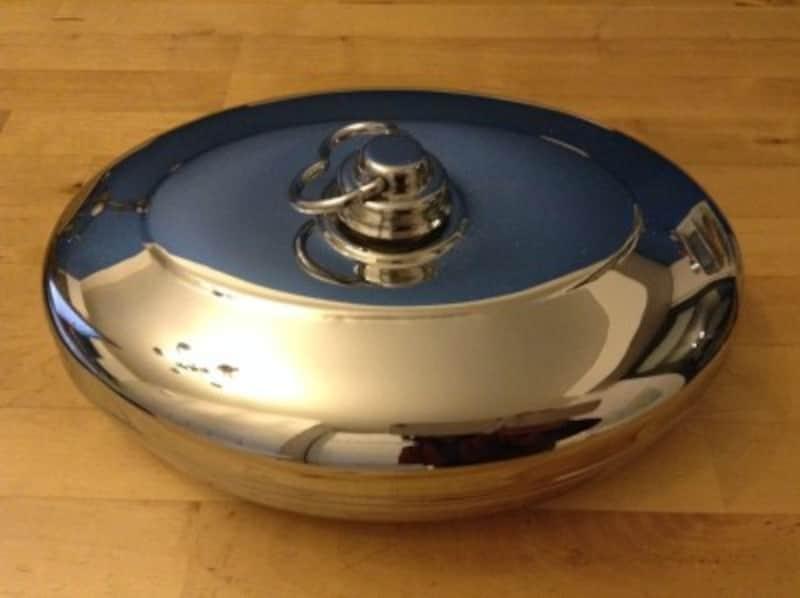 昔風の金属製湯たんぽ