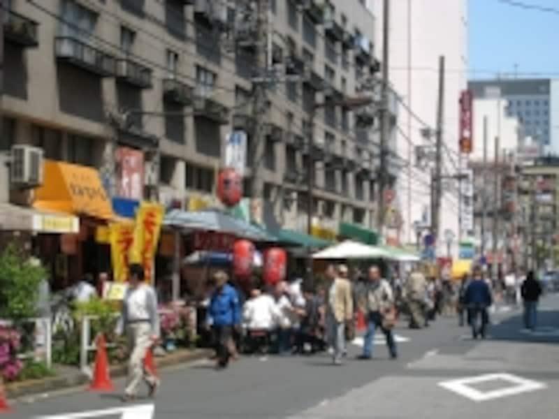 京葉道路の1本裏手には飲食店、風俗店、ホテルなどが集まるエリアがあり、ちょっと独特な雰囲気がある