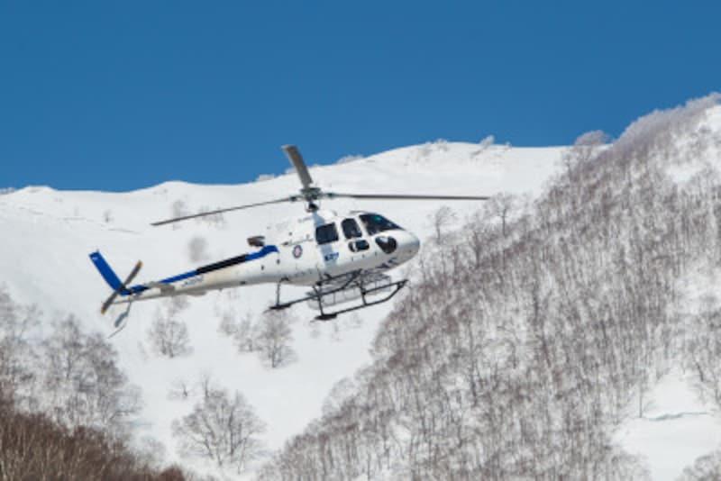 ヘリ,冬,スキー,スノボ,ウィンタースポーツ,ヘリスキー,滑走,スポーツ,雪,山,雪山,スノーボード