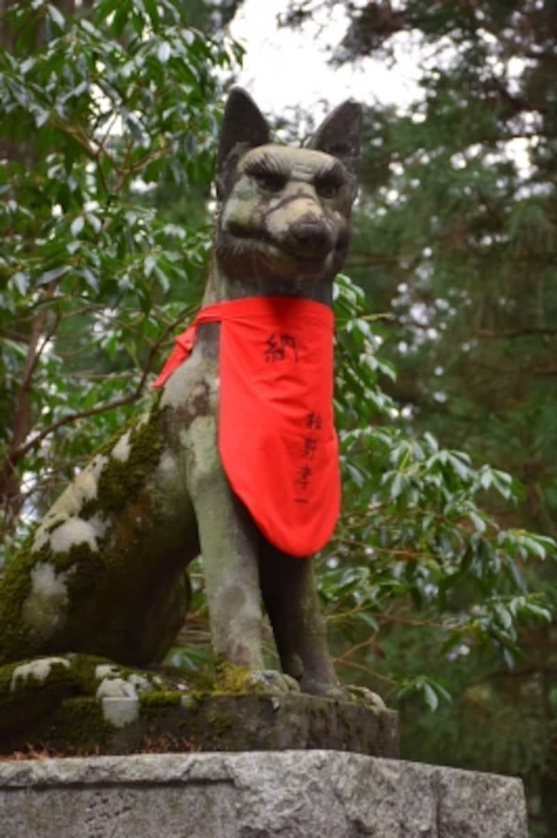 オオカミ(御眷属さま)の像