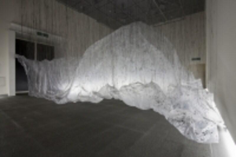 大西康明《体積の裏側》(2009)愛知県美術館での展示。現代美術は素材も技法もさまざまです。