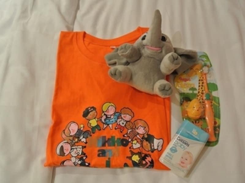 子ども用のTシャツや歯ブラシ、象さんのぬいぐるみも