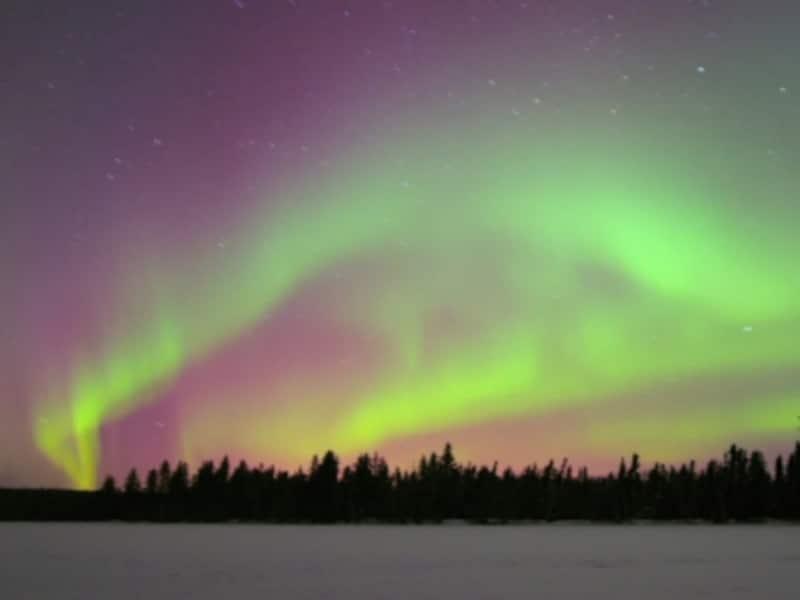 オーロラは英語ではノーザンライト。オーロラが出るのは通常北(=ノーザン)の空のため