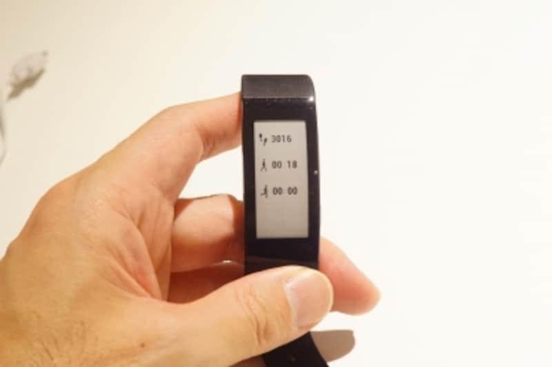 図5画面を切り替えの様子。普段は時計表示ですが、ボタンを押すことで、トグルで表示が変わります。