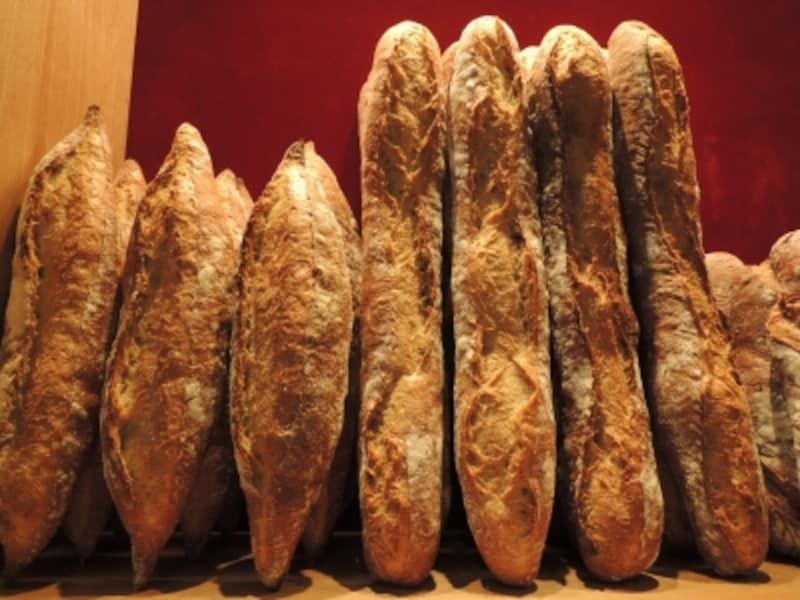 銀座レカン定番の国産小麦のバゲットとフランス産小麦のバゲット