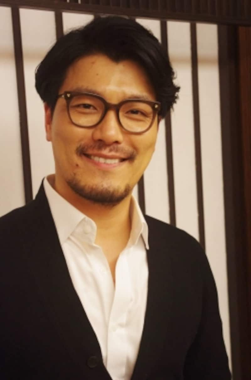 ヤン・ジュンモundefined80年韓国・釜山出身。韓国芸術総合学校声楽科卒、ロシア国立ノボロシスク国立音楽院声楽科修了。オペラ出演を経て04年ミュージカル・デビューし、『スウィーニー・トッド』『ジキル&ハイド』『オペラ座の怪人』等に主演。トップ・スターとして活躍する傍ら、大学で教鞭をとり、後進の育成に努めたり、演出やプロデュースも手掛けるなど、多方面で活動している。(C)MarinoMatsushima