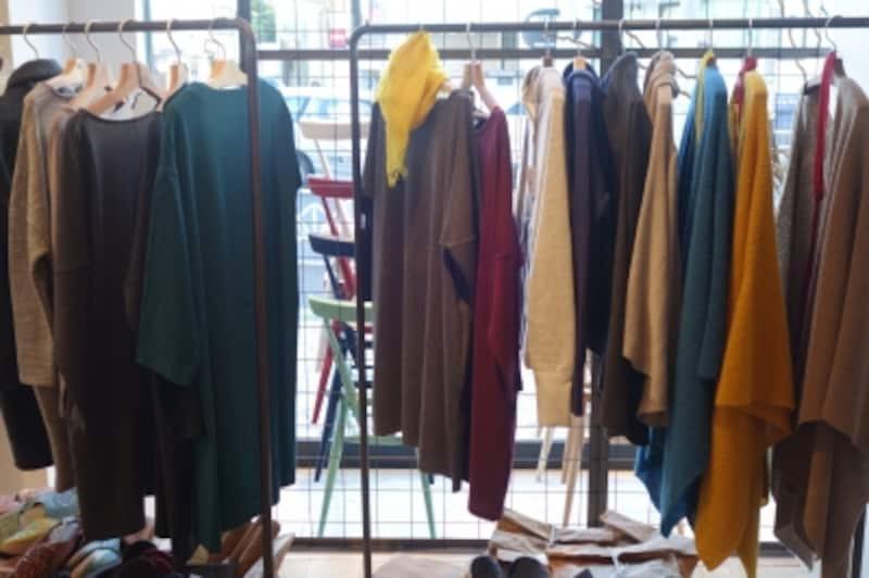ファッションアイテムも長く着たいシンプルで機能的なデザイン