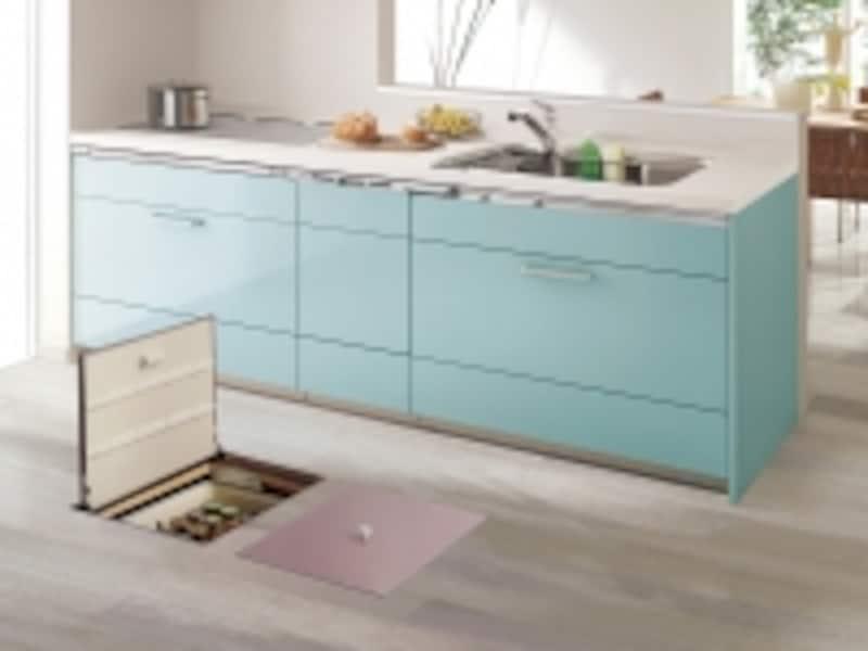 キッチンに設ければ、買い置きの飲料水や缶詰などをストックして。[床下収納ユニットスライドタイプ開閉イメージ]undefinedパナソニックエコソリューションズhttp://sumai.panasonic.jp/