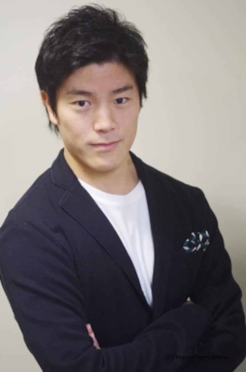 島村幸大undefined群馬県出身。幼い頃から日本舞踊を学び、舞台に出演した経験を持つ。『マンマ・ミーア!』観劇をきっかけに四季を目指し、2008年研究所入所。『ライオンキング』で四季での初舞台を踏み、のちにシンバを演じている。『はだかの王様』『嵐の中のこどもたち』『ジョン万次郎の夢』にも出演。15年5月開幕の『アラジン』オーディションでアラジン役候補に選ばれた。(C)MarinoMatsushima