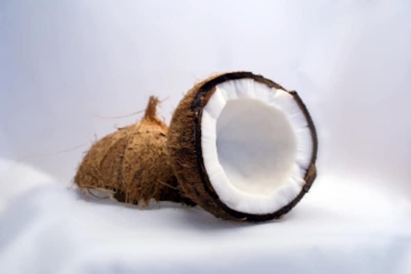 肌に潤いを与えるココナッツ