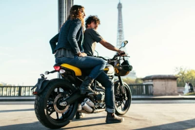 ラフなスタイルで楽しむモーターサイクルライフこそスクランブラーの魅力