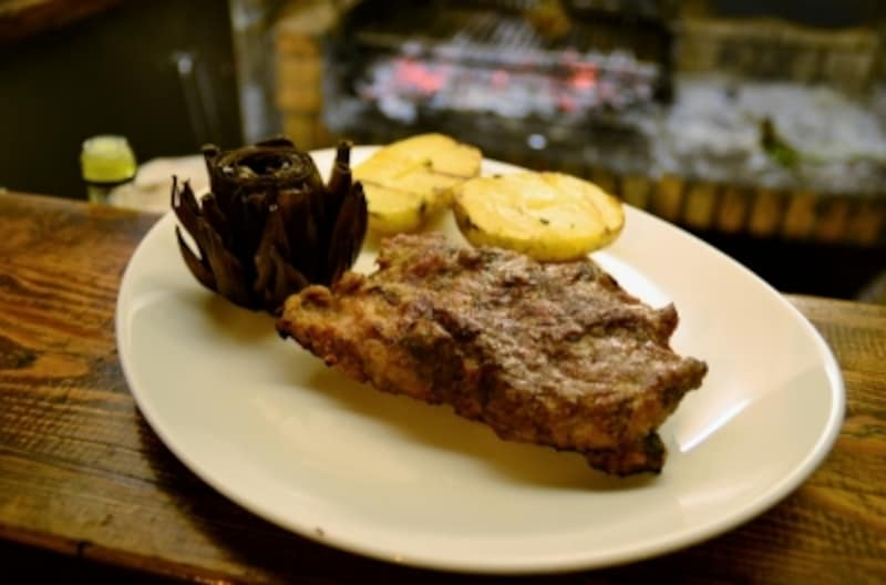 イベリコ豚の炭火焼ステーキは柔らかくてジューシー