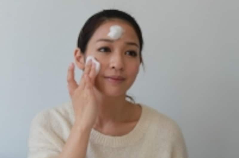 洗顔料をお顔にのせます。