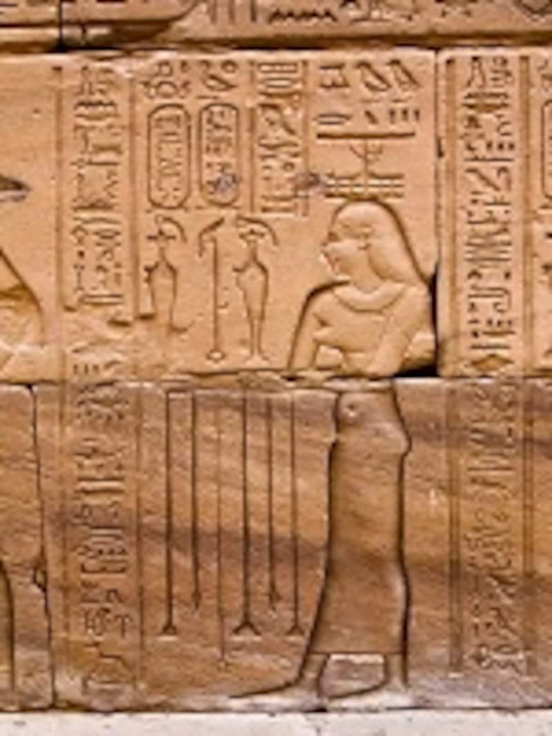 キフィについての処方が残されていた、エドフ神殿の壁画