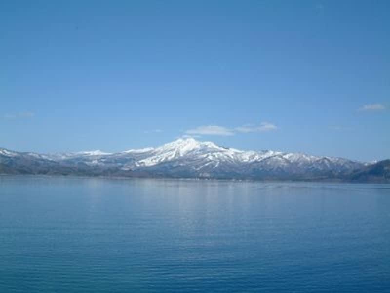 田沢湖(1)/秋田駒ヶ岳をバックに