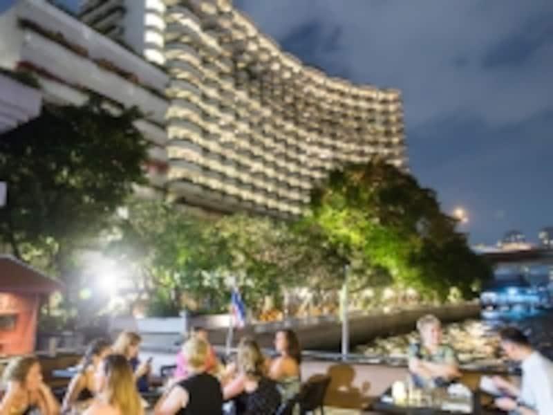 川沿いで一際大きく豪華なホテルがシャングリラ・バンコク